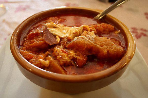 Sopas de ajo con pimiento rojo