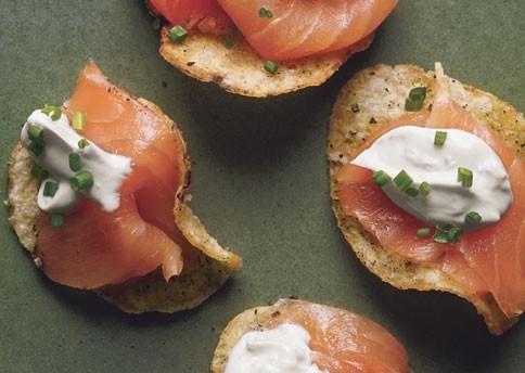 Salmon sobre chip de patata