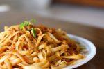 Espaguetis con carne asada