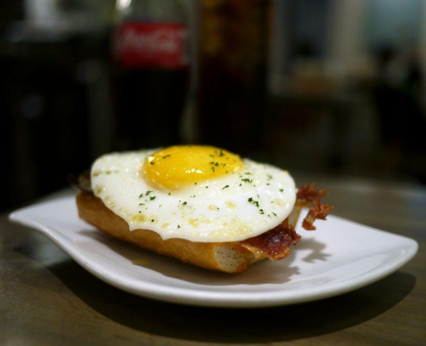 Tapa huevo pincho