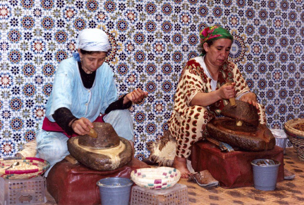 Produccion de aceite de argan por metodos tradicionales