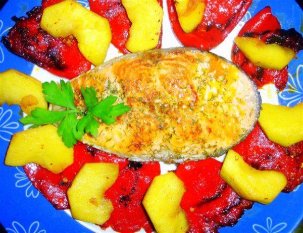 Salmón a la plancha con piquillo y manzana salteada