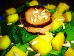 Ensalada de espinacas con paté y piña