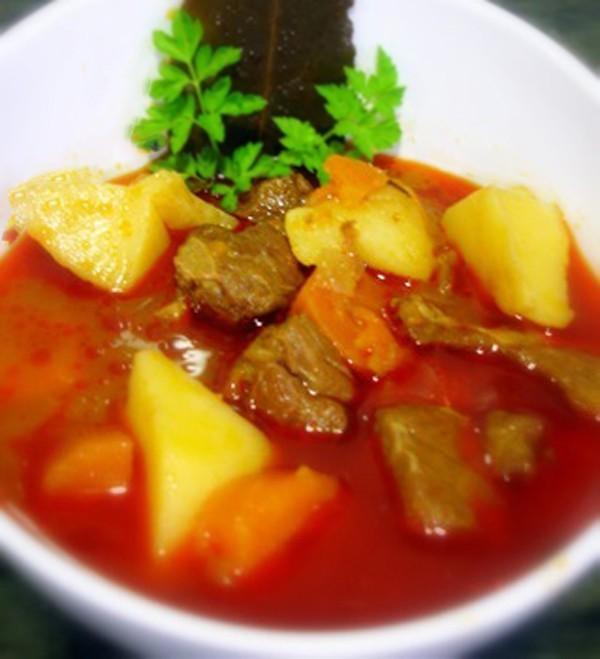 Estofado de carne con patatas y zanahorias