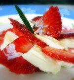 Ensalada de fresas con mozzarella a la flor de romero 1