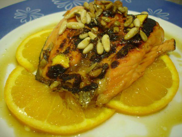 Salmón a la plancha con jarabe de naranja