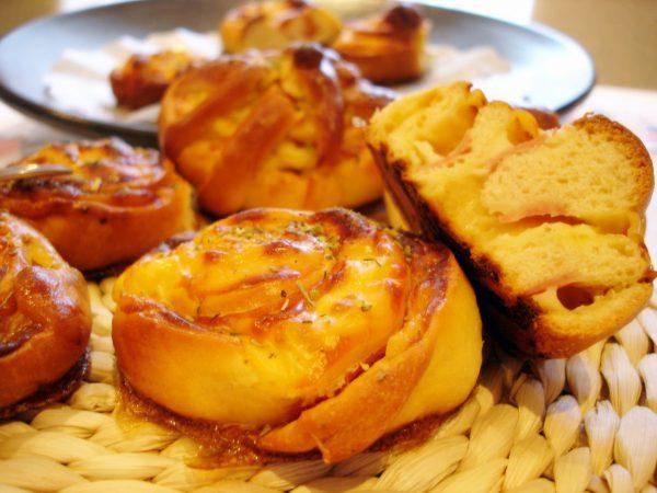 Enrollados de jamón y queso