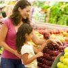 Personas comprando alimentos