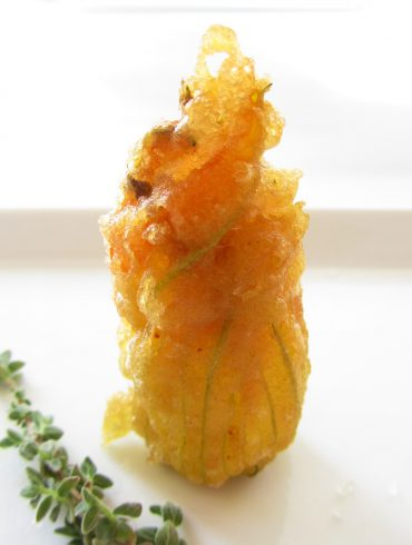 Flor de calabacin en tempura de culinarytheology.com
