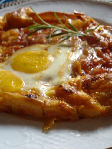 Receta de pasta filo rellena de pisto y huevo al horno