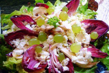 Ensalada de endivias con requesón y uvas
