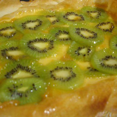 Pasta filo rellena de crema y kiwi