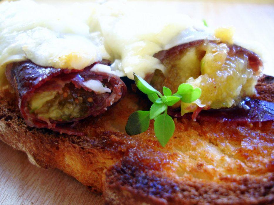 Pincho de cecina rellena de higos frescos y queso