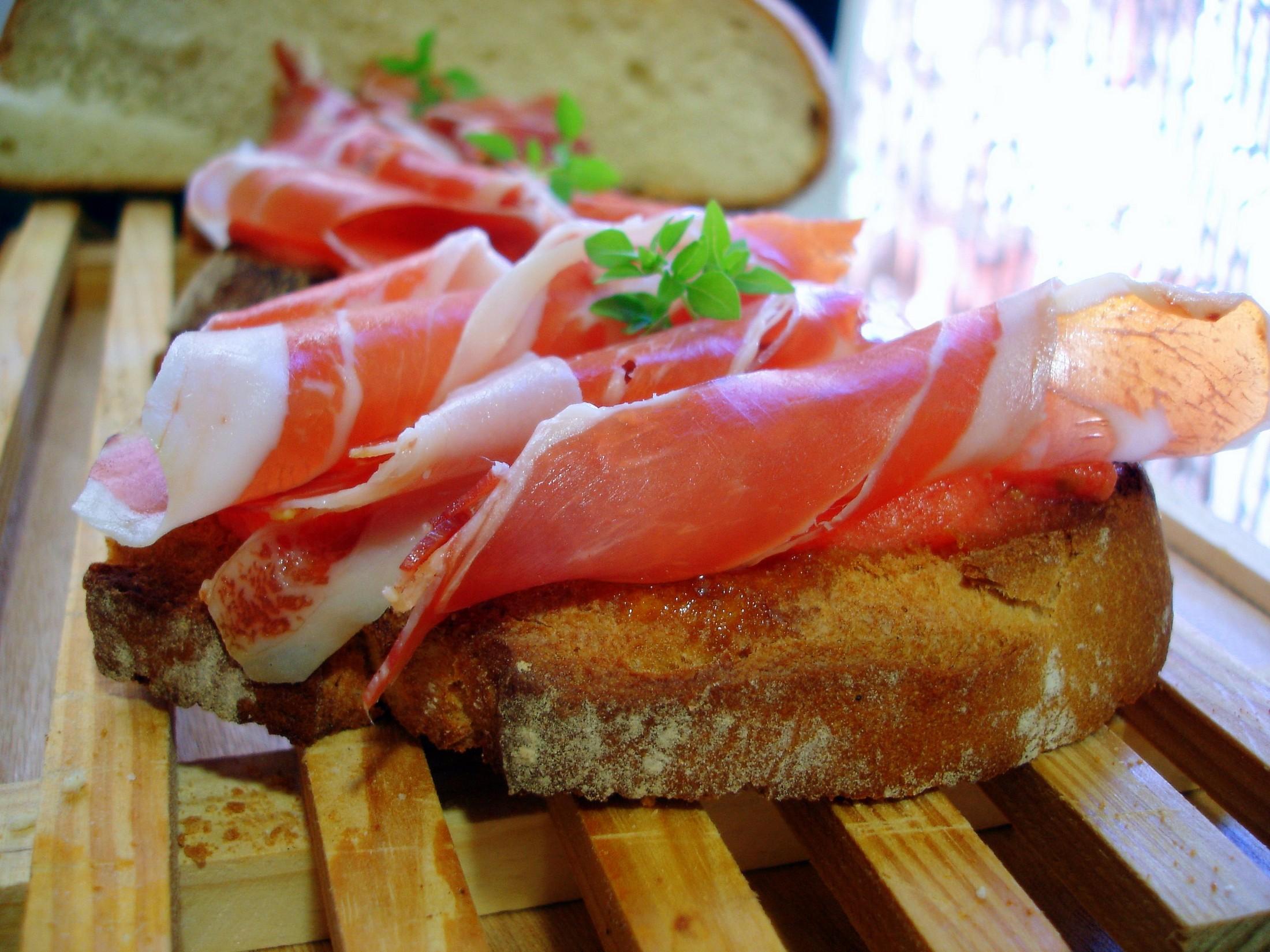 Tapa o tosta de jamón ibérico