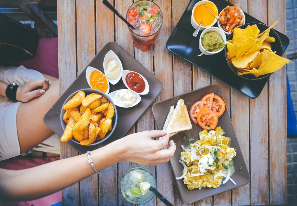 Comida en la mesa