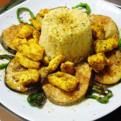 Cuscús de pollo al curry y verduras