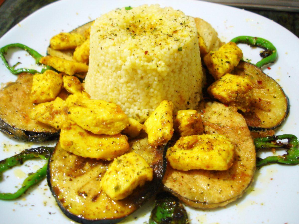 Cuscús con pollo al curry y verduras