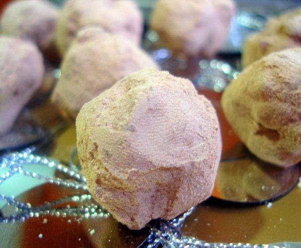 Trufas de piñones rellenas de pistachos