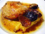 Pollo asado con dátiles, ciruelas pasas y piña tropical