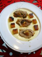 Secreto de cerdo ibérico relleno de frutos secos en salsa de boletus
