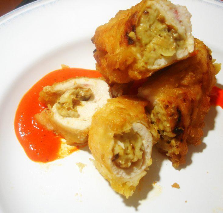 Pechugas de pollo rellenas de boletus en salsa de piquillos
