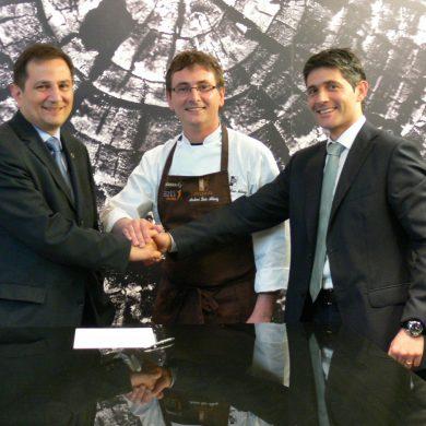 El director general del centro tecnológico AZTI-Tecnalia, Rogelio Pozo, el cocinero y propietario del restaurante Mugaritz, Andoni Luis Aduriz, y el responsable de la marca de electrodomésticos De Dietrich, Ander Terradillos.