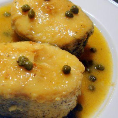 Merluza con salsa de alcaparras