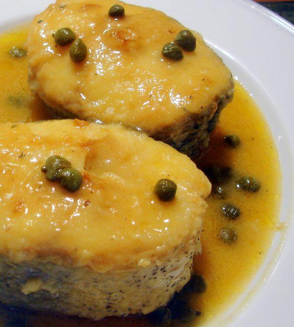 Merluza en salsa de alcaparras