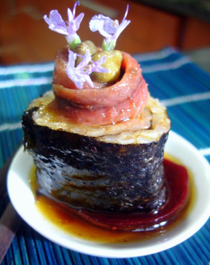 Sushi con anchoas y alcaparras