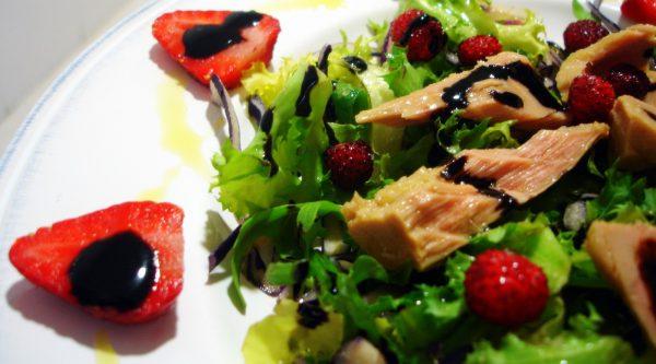 Ensalada de atún y fresas