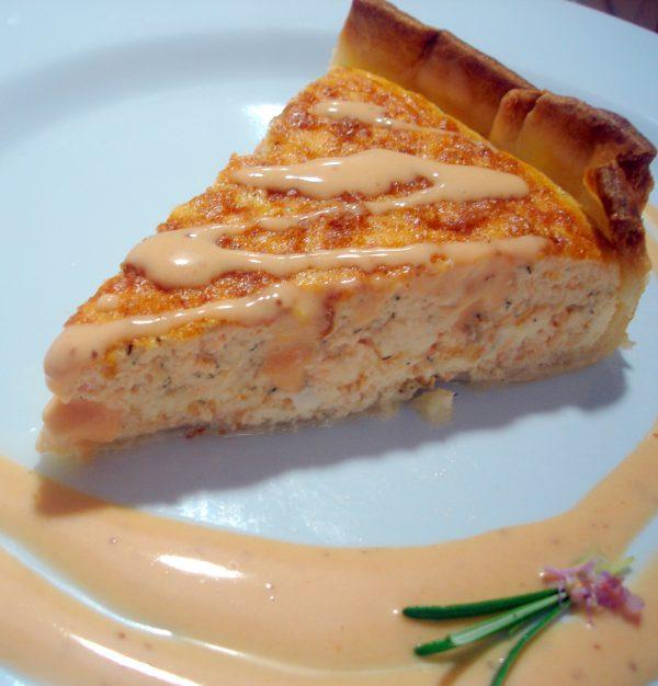 Pastel de salmón con salsa rosa