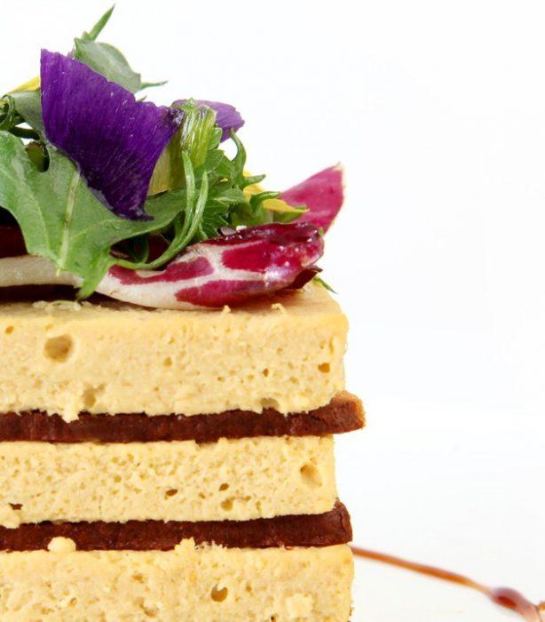 Pastel de conejo en crujiente de pan de especias 3