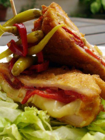 San jacobo de pavo y queso brie con piquillos 3