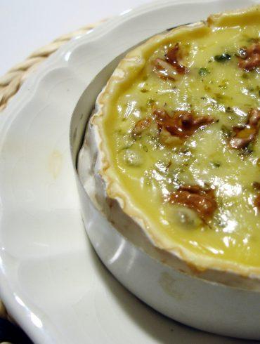 Queso Brie al horno con nueces