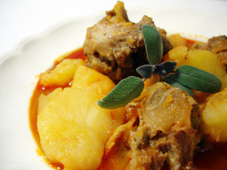 Guiso casero de patatas con espinazo (2)