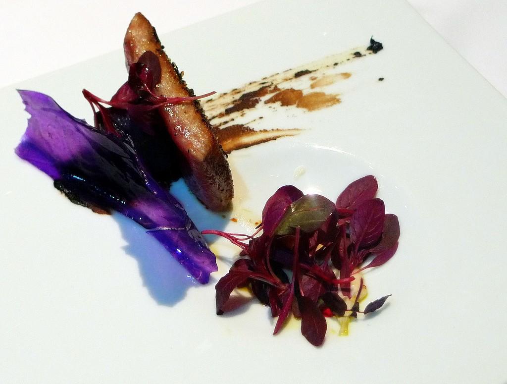 David Muñoz, Filete de atún con cristales de patata, hojas de amaranto y helado de rábano negro