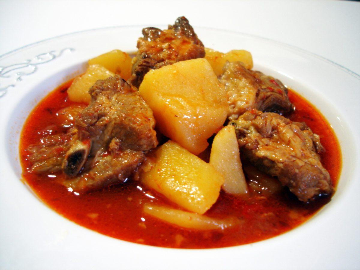 patatas con costillas un delicioso guiso casero tradicional