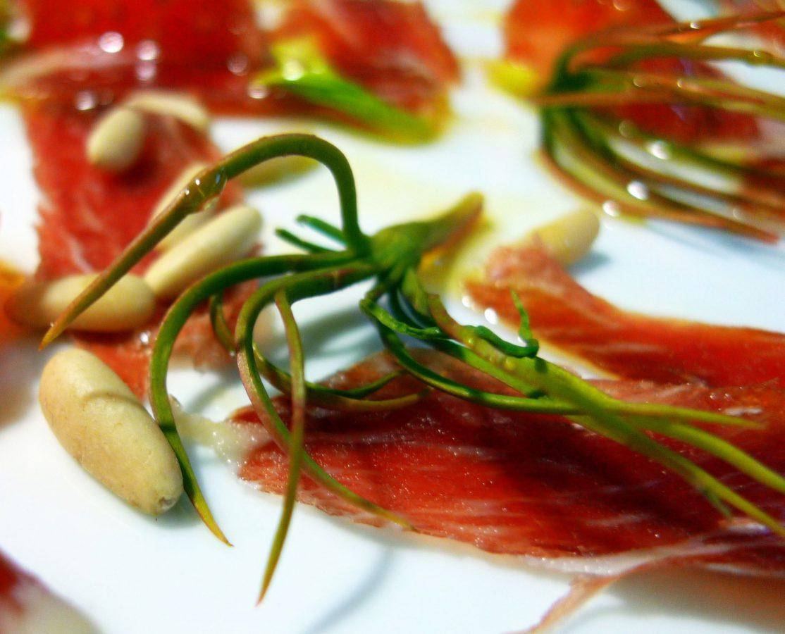 Ensalada de germinados de piñón y jamón ibérico7