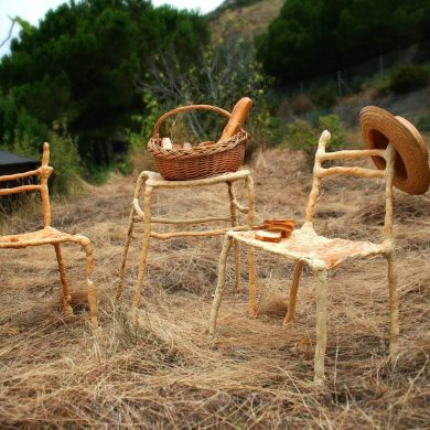 Panpaati, Sillas y mesas hechas de pan (3)