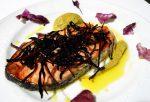 Salmón al horno con emulsión de Romanescu y espagueti de mar