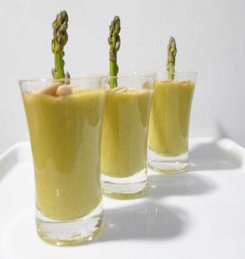Receta de Crema de esparragos trigueros y piñones