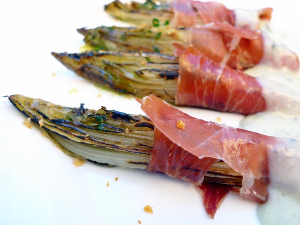 Endibias con jam n ib rico y crema de queso gorgonzola - Platos con jamon iberico ...