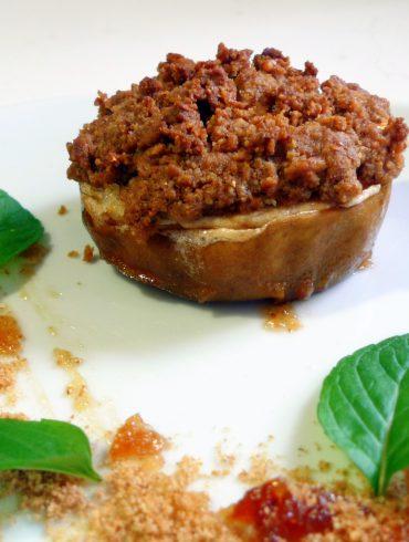 Manzana asada con requesón y crumble