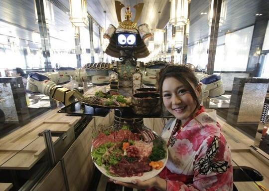 robot camarero motoma