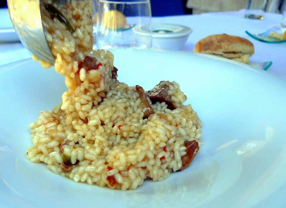 Arroz meloso de gallo y secreto ibérico