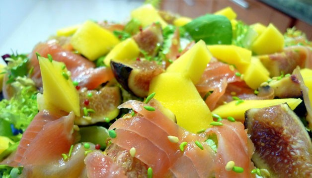 Ensalada-de-mango-higos-salmón-y-pan-masala-thumb