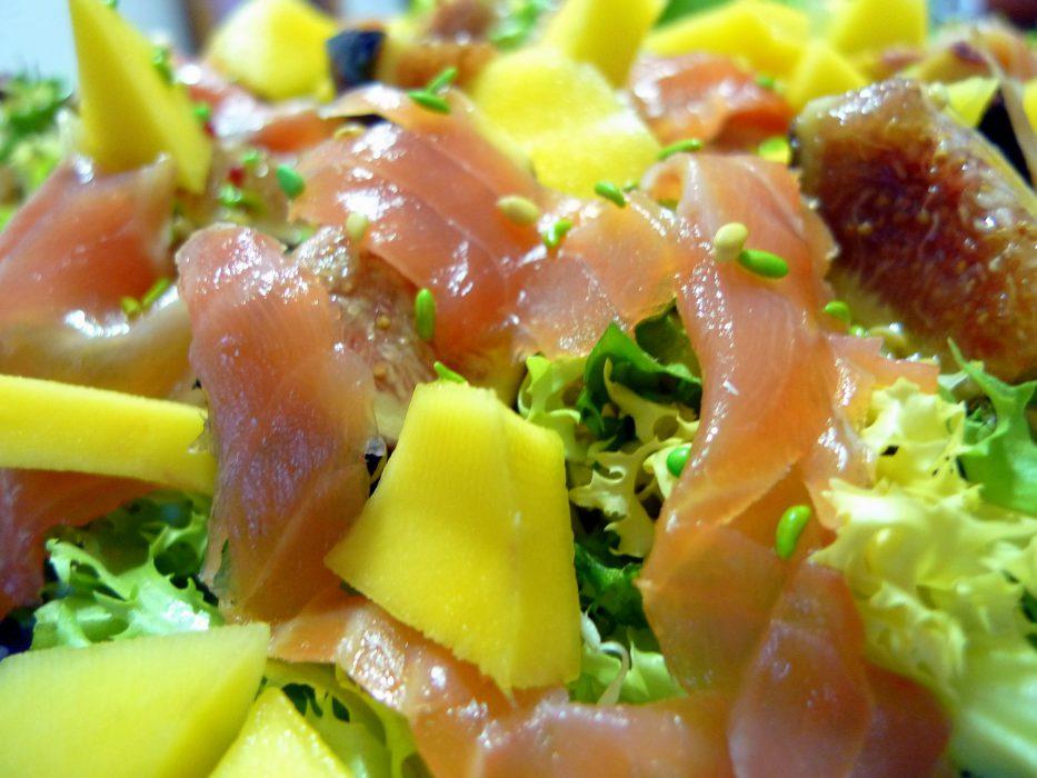 Receta de ensalada de salmon, mango e higos