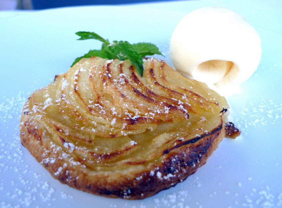 Tarta de manzana y helado