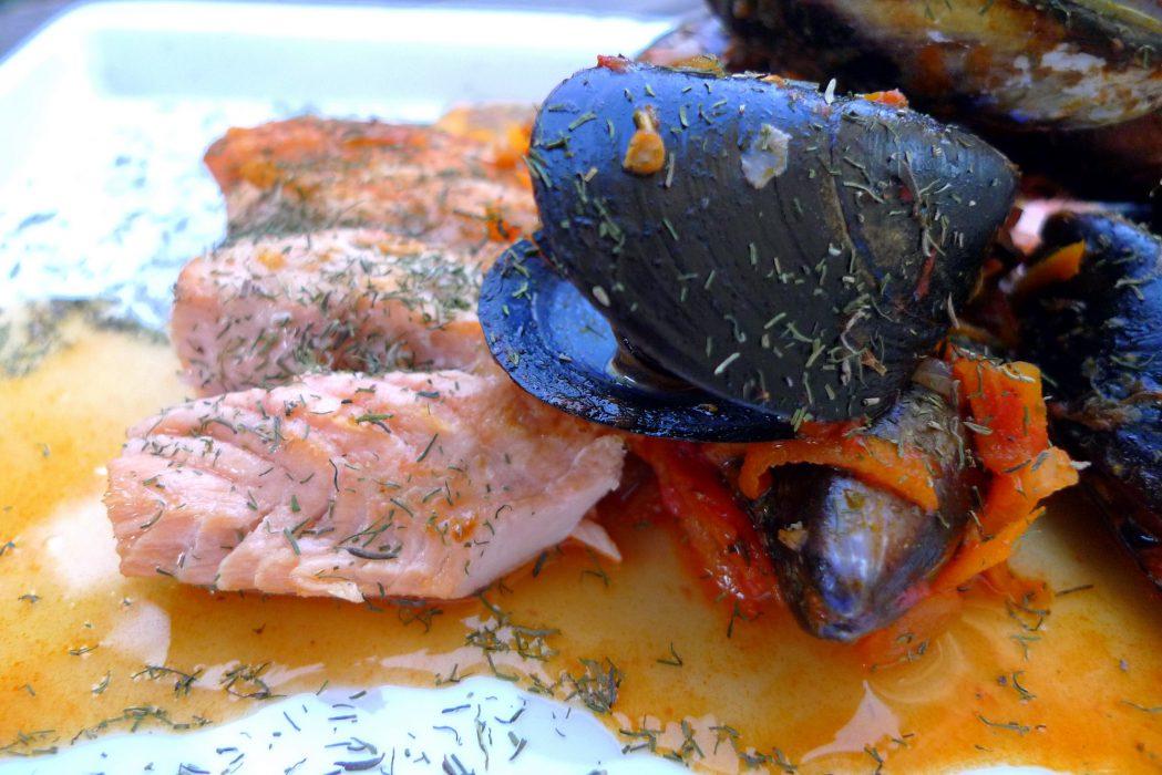 Receta de Salmón a la plancha en salsa con mejillones