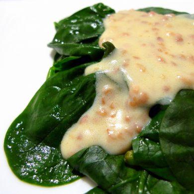 Espinacas a la crema de queso con almendras